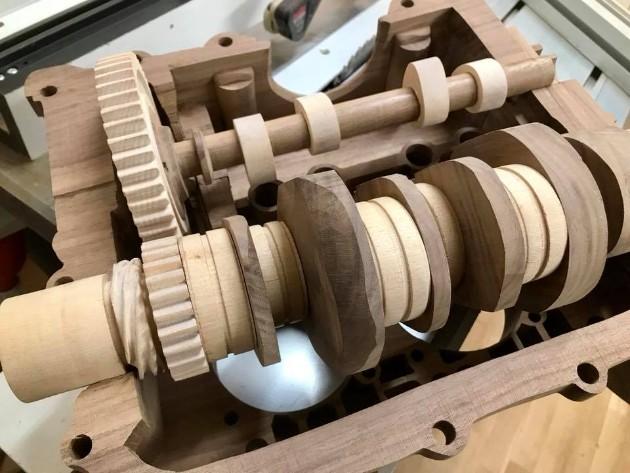 Как выглядит полностью деревянный мотор ручной сборки 2