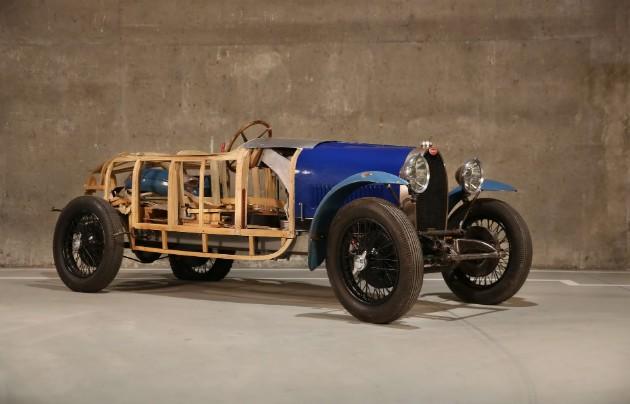 В гараже бедного скульптора нашлись три раритетных Bugatti 3