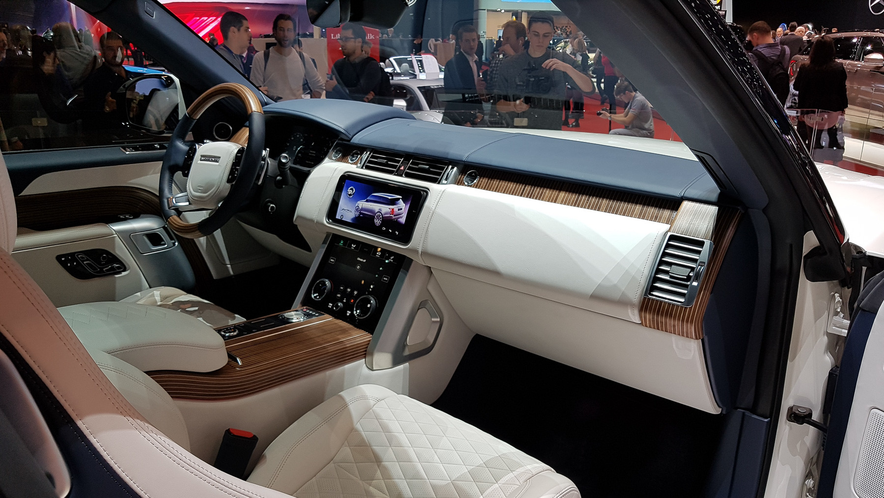 Британцы свернули проект «самого дорогого» Range Rover 3