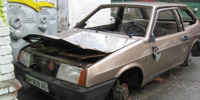 В Киеве хотят забирать и продавать брошенные автомобили 1