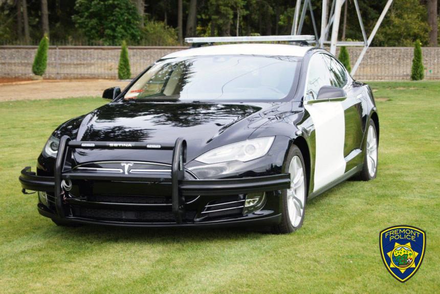 Полицейская Tesla выходит на испытания в США 1