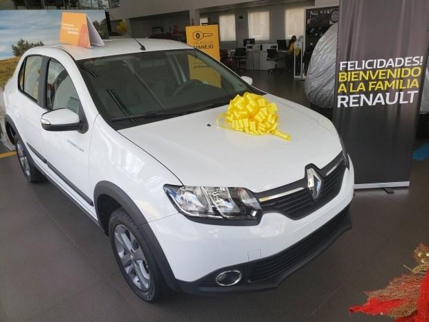 Renault представила кросс-версию бюджетного седана Logan 1