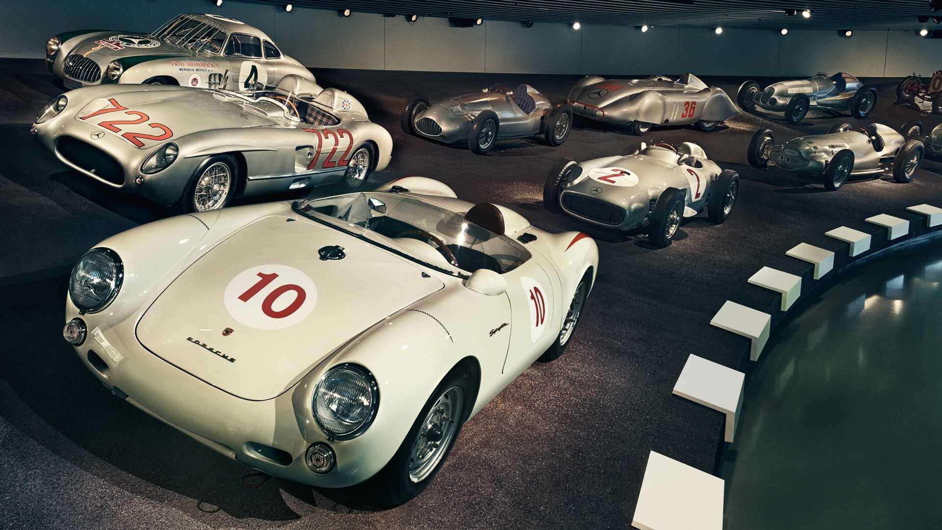 Mercedes-Benz открыл бесплатный вход в фирменный музей для сотрудников Porsche 1