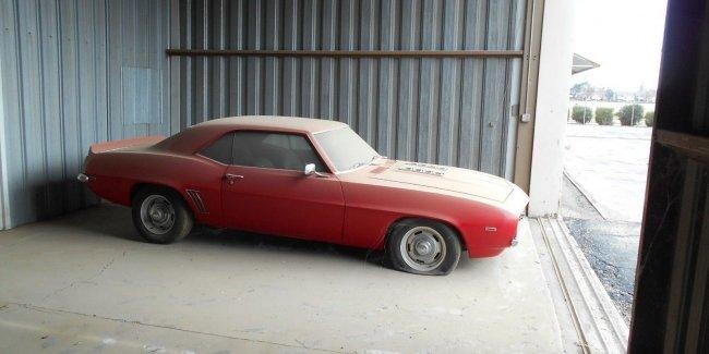 На eBay выставили Camaro 1969 года который простоял в ангаре 20 лет 4