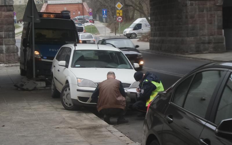 Полицейский спровоцировал аварию, чтобы спасти голубя 1