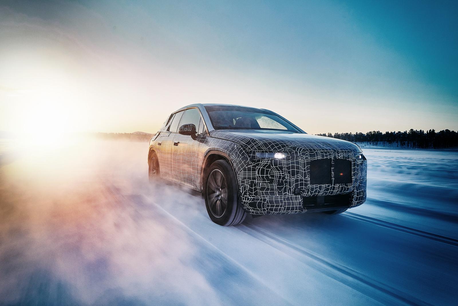 BMW опубликовала фотографии сразу трёх новых моделей 2