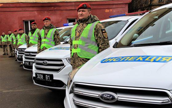Украинские военные получили новые автомобили из Канады 2