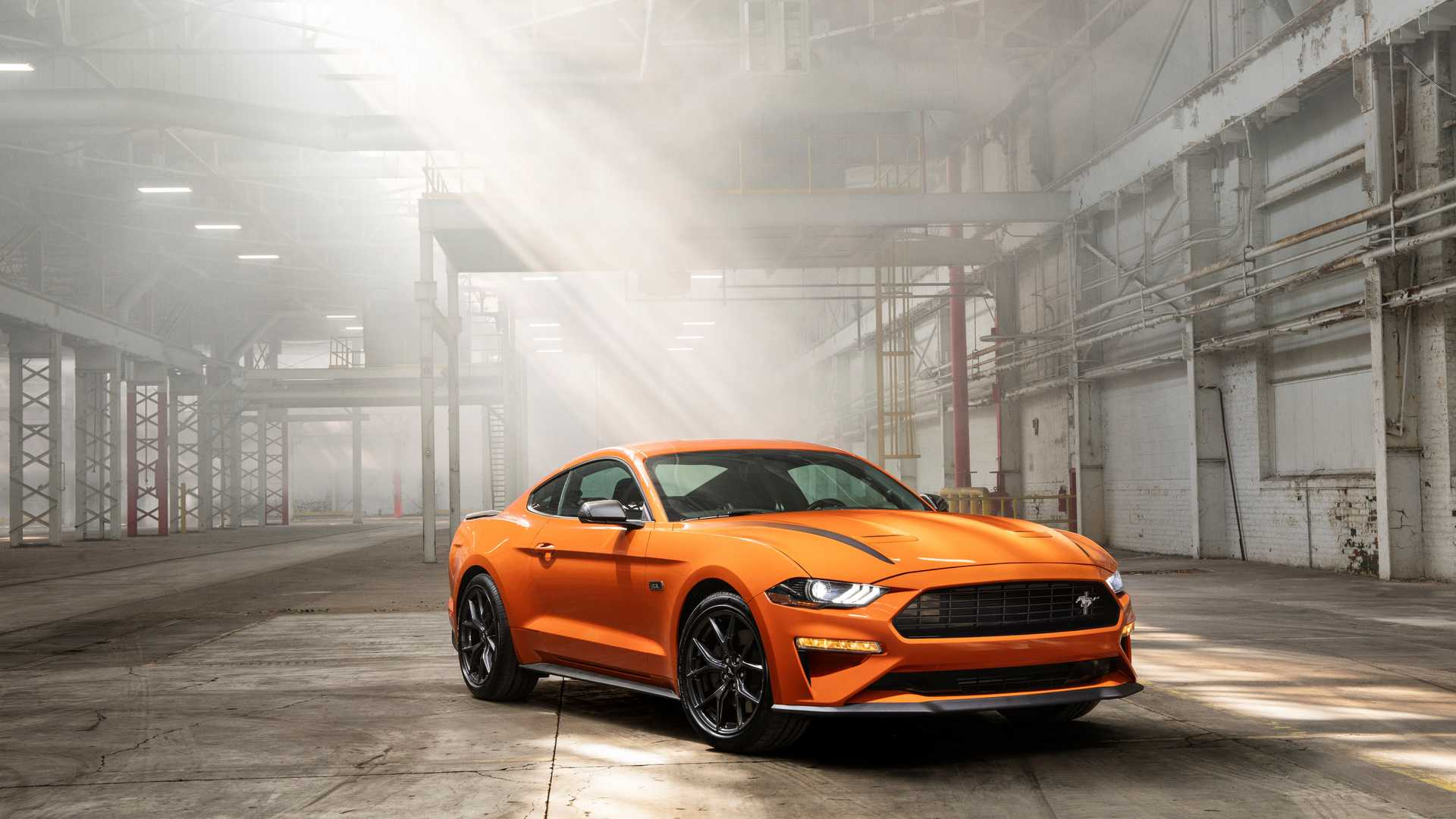 Ford представил 330-сильный Mustang 2.3L High Performance Package 1