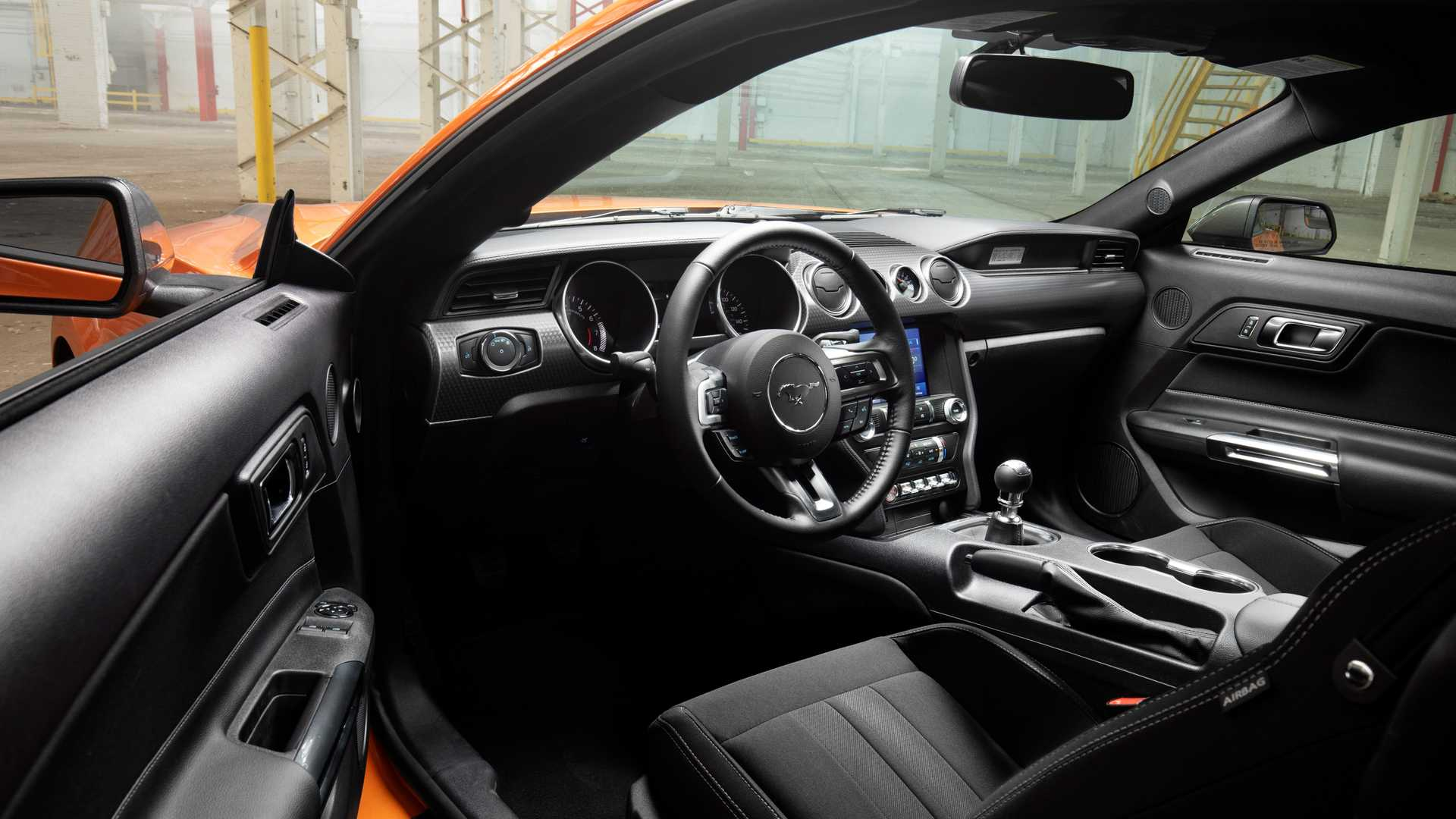 Ford представил 330-сильный Mustang 2.3L High Performance Package 4