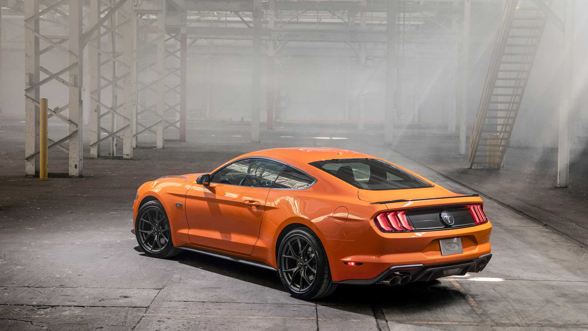 Ford представил 330-сильный Mustang 2.3L High Performance Package 2