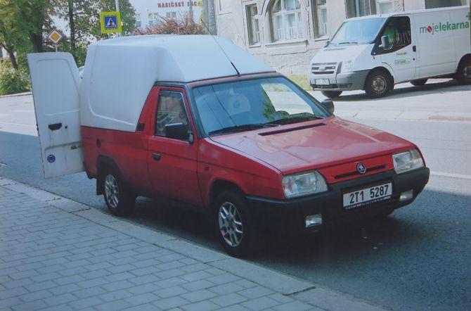 Редкий Skoda Pick-up на украинских дорогах 3