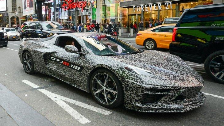 Chevrolet представил первый тизер фееричного суперкара Corvette C8 1