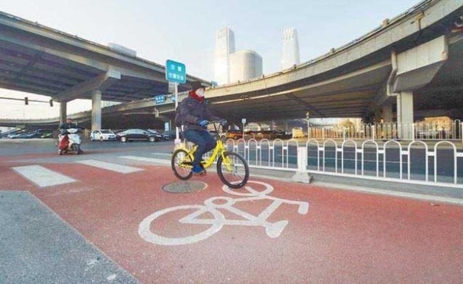 В Китае построили трехполосную дорогу не для машин 1
