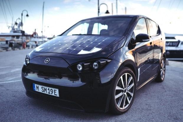 Электромобиль на солнечных батареях вызвал ажиотаж в Европе 1