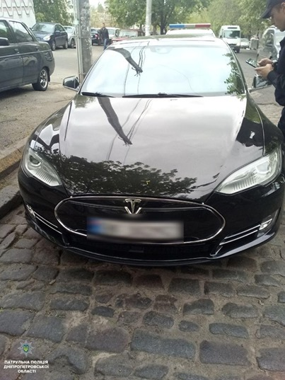 В Украине нашли Tesla Model S, угнанную в Норвегии 1