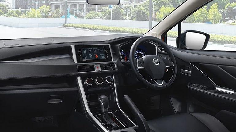 Продажи внедорожного Nissan Livina провалились 2