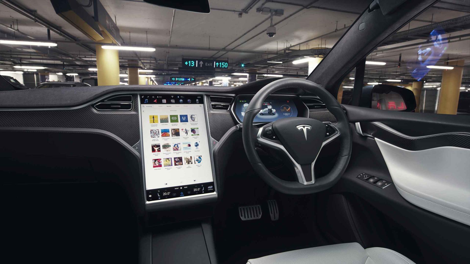 Главный дизайнер Jaguar раскритиковал моду на сенсорные экраны в машинах 1