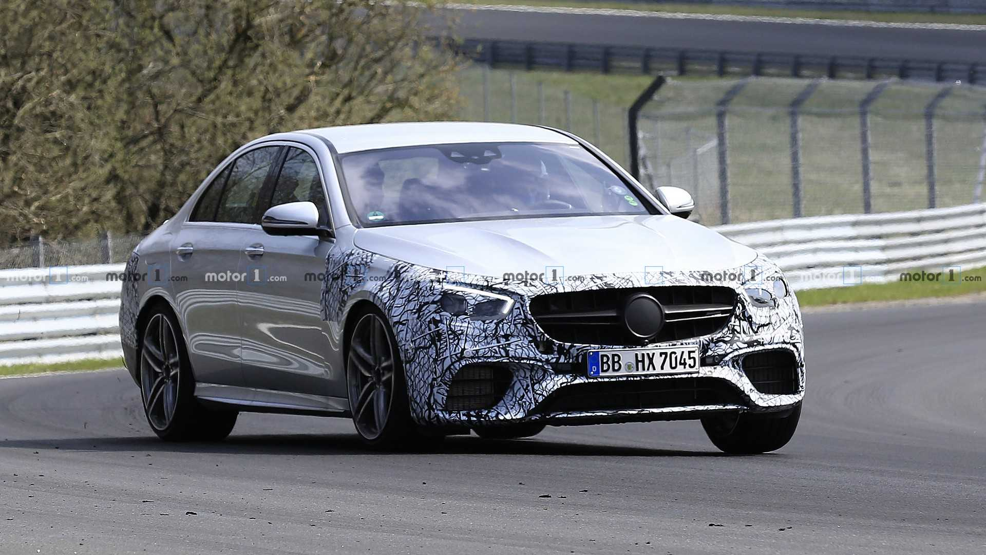 Обновленный Mercedes-AMG E63 замечен на Нюрбургринге 1