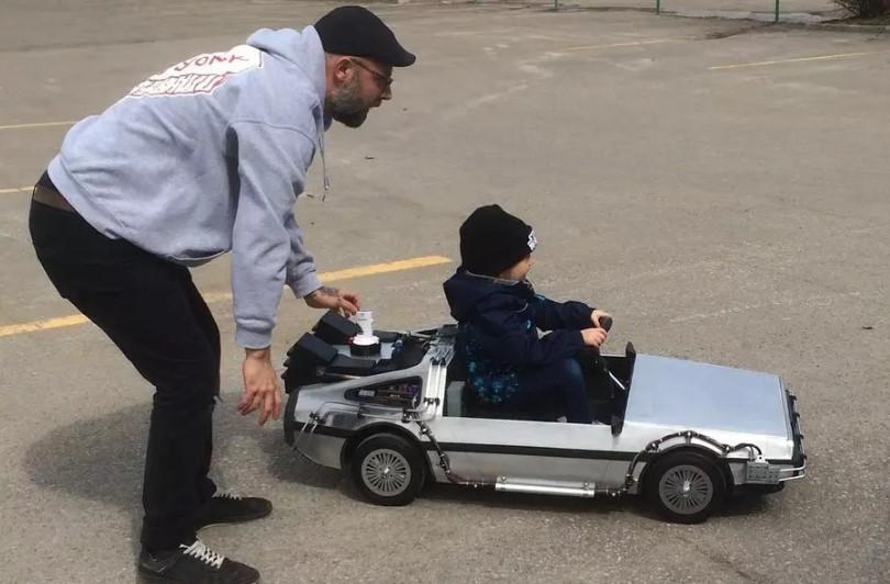 Отец построил для дочери мини-DeLorean из «Назад в будущее» 1