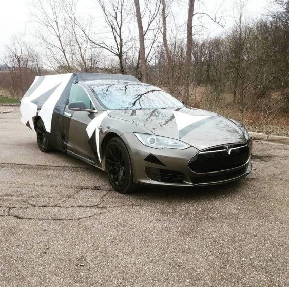 Американец превратил Tesla Model S в ужасный кемпер 1