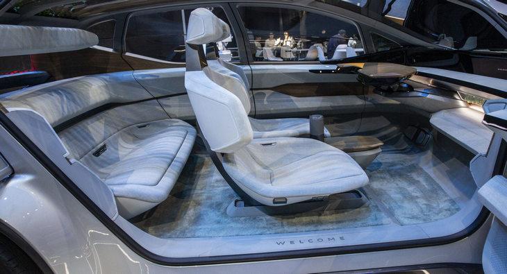В будущих электромобилях может измениться вид заднего дивана 2
