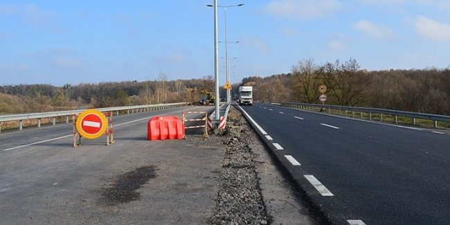 Азербайджанцы начинают ремонт дороги Киев-Чернигов 1