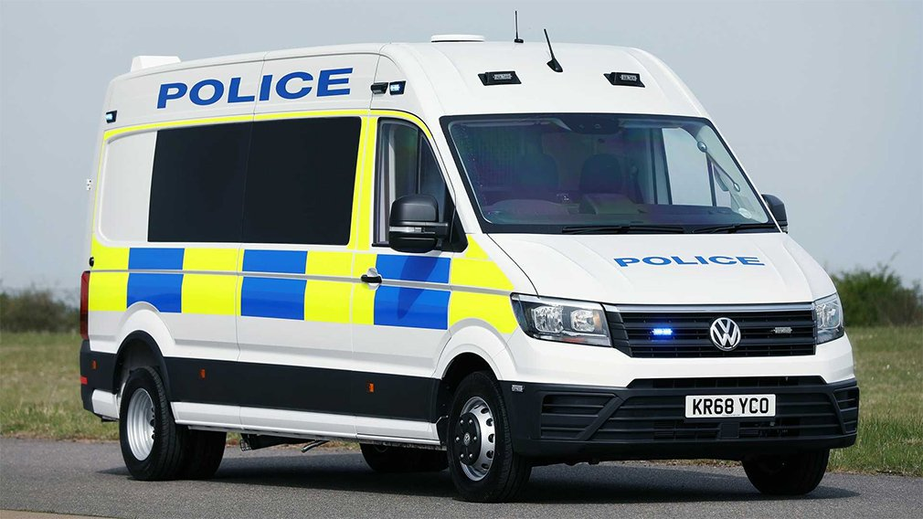Volkswagen выпустил полицейский фургон для борьбы с беспорядками 1