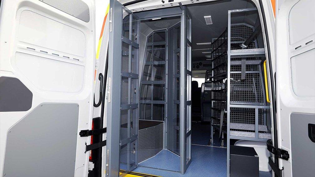 Volkswagen выпустил полицейский фургон для борьбы с беспорядками 3