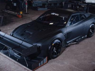 Nissan GT-R превратили в летучий бульдозер 1