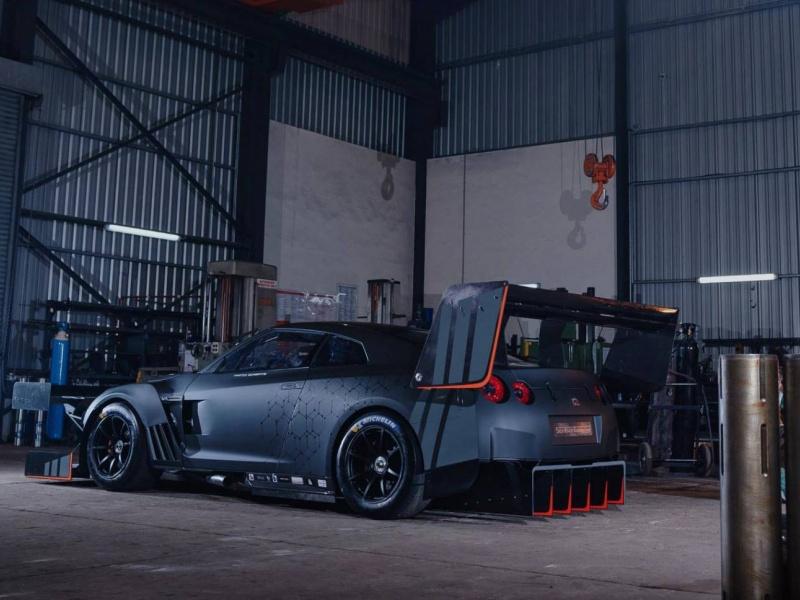 Nissan GT-R превратили в летучий бульдозер 2