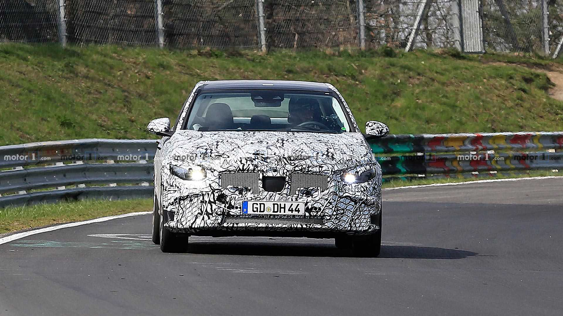 Новый Mercedes-Benz C-Class застигли на «Нордшляйфе» 1