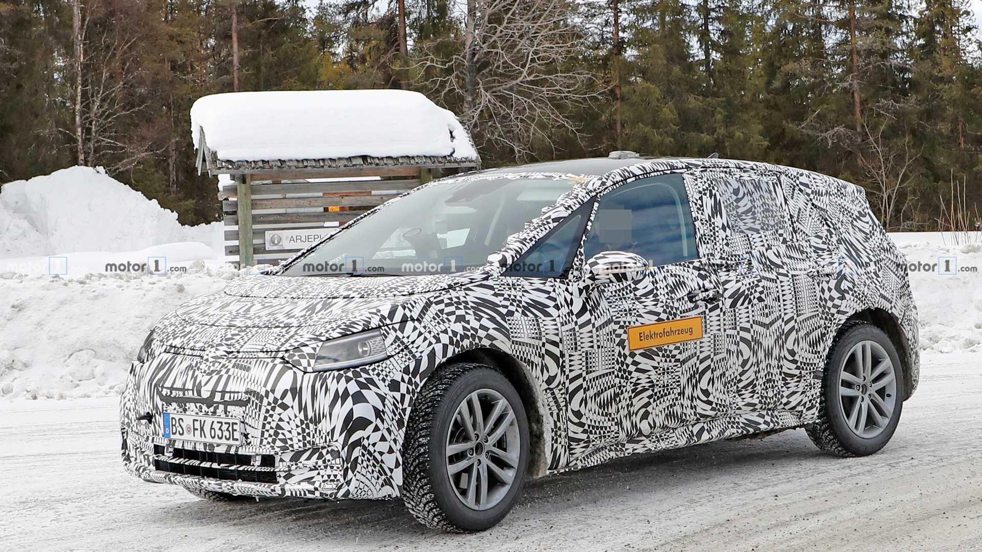 Volkswagen тестирует электрохэтч I.D. в снегу 1