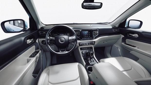 Jeep представил гибридную версию кроссовера Commander 2