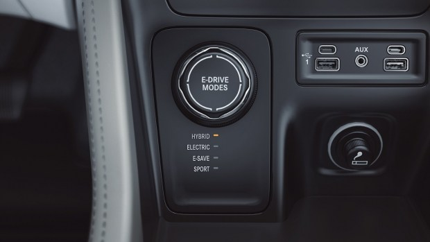 Jeep представил гибридную версию кроссовера Commander 3