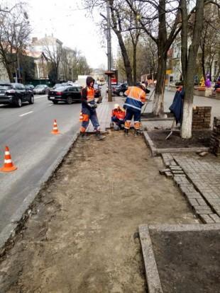 В Киеве обустраивают парковочные карманы и островки безопасности: где и зачем 1