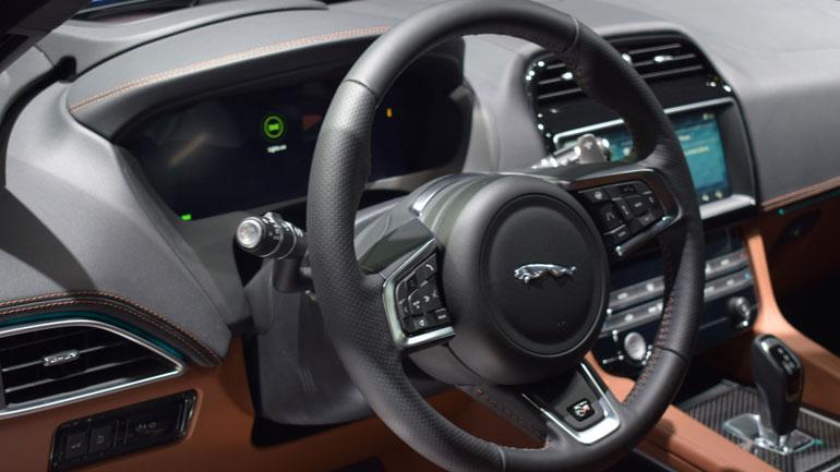 Jaguar представил новый F-Pace SVR 3