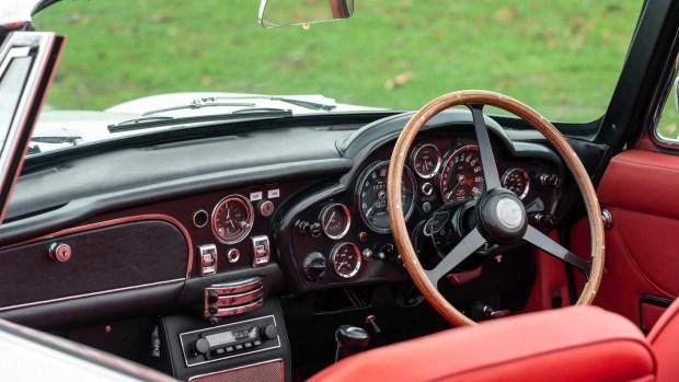 Aston Martin сделал из классической модели электромобиль 3