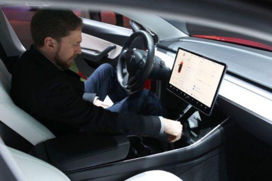 Электромобили Tesla получат автопилот для украинских дорог 1