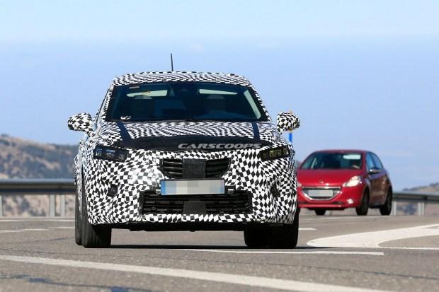 Журналистам попался обновленный кроссовер Renault Captur 2