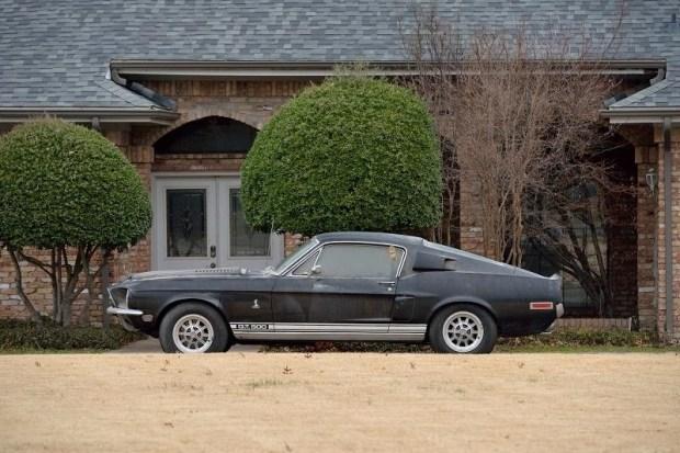 Shelby GT500, покрытый 40-летней пылью, продадут на аукционе 1
