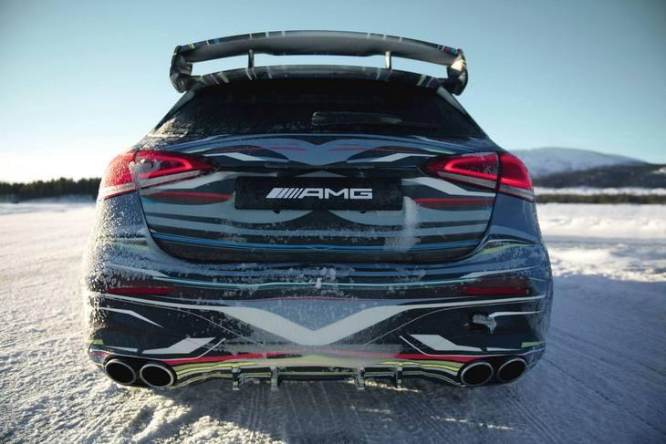 Mercedes показал фанатам новый AMG A45 на снежной трассе 2