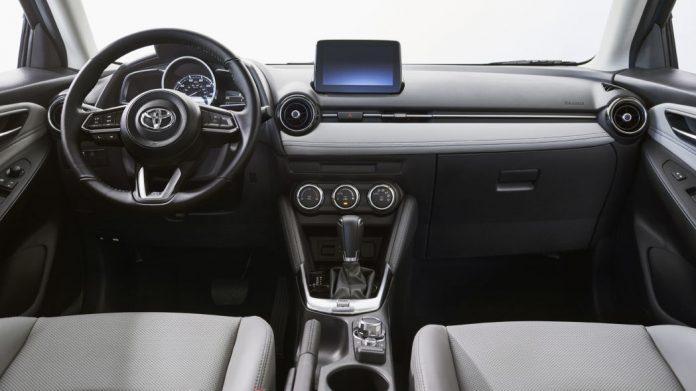 Mazda2 превращается в элегантный хэтчбек Toyota Yaris 3