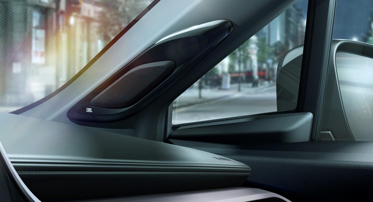 Кроссовер Toyota C-HR как подарок для меломанов 2
