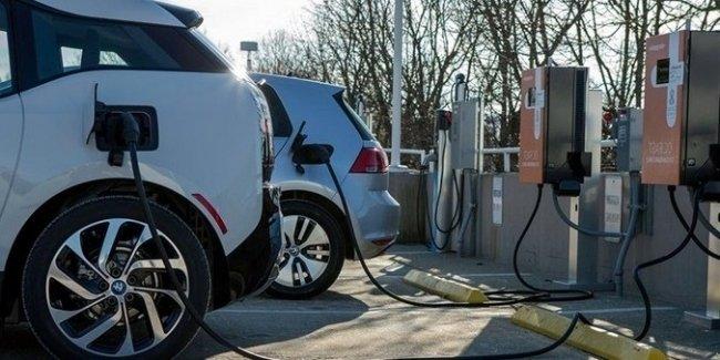 Сколько электромобилей приходится на 1 станцию зарядки в Украине 1