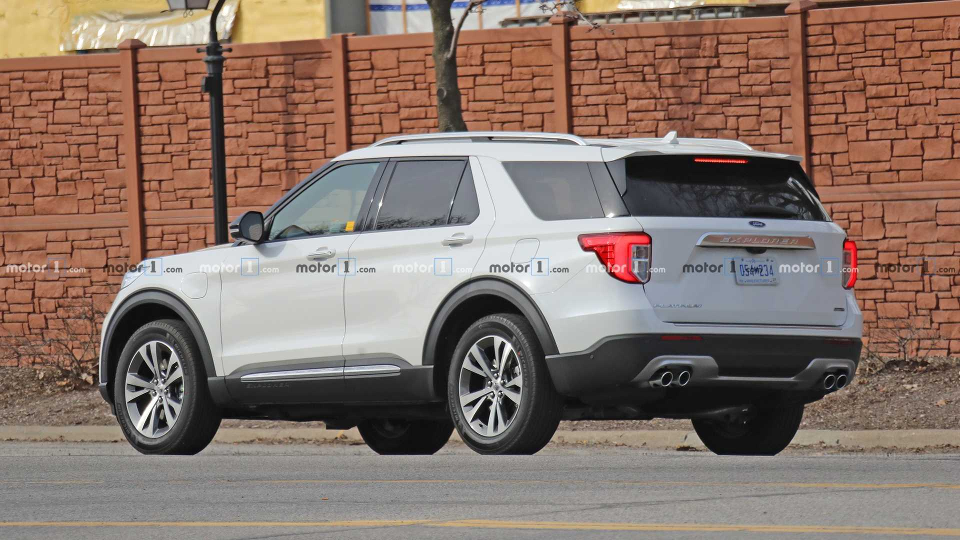 Гибридный Ford Explorer появился на тестах 1