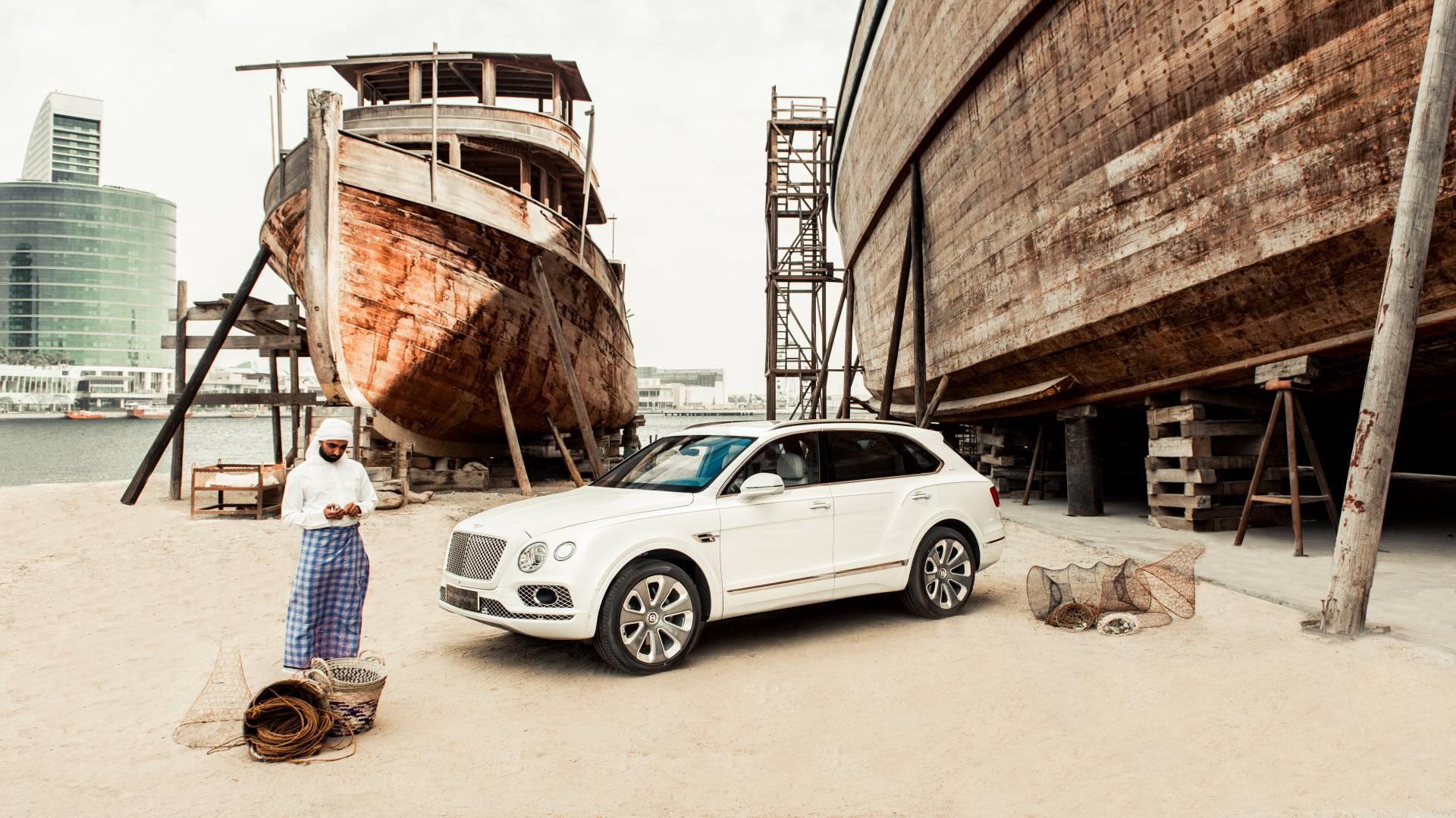 Bentley выпустила Bentayga c «перламутровым» салоном 1