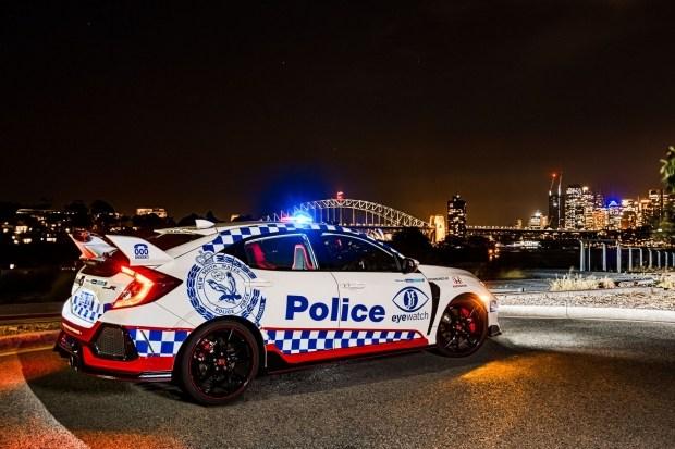 В Сети появились фото полицейской Honda Civic Type R 2