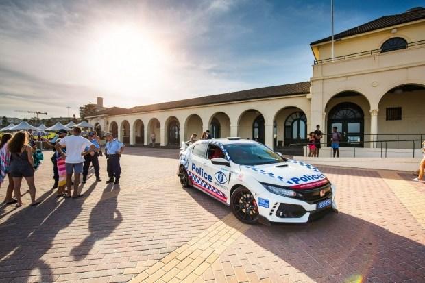 В Сети появились фото полицейской Honda Civic Type R 1