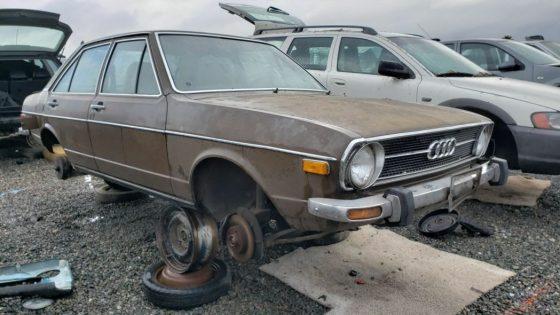 Редкий седан Audi раскопали на одной из автосвалок 2
