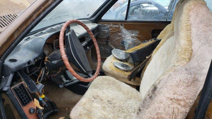 Редкий седан Audi раскопали на одной из автосвалок 3